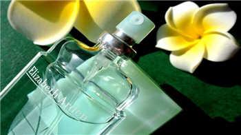 適合20歲左右女孩子的香水有哪些-20歲左右女孩子適合的香水推薦